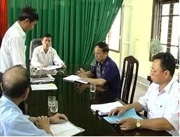 Chủ tịch UBND thành phố Hà Tĩnh giải quyết khiếu nại của bà Nguyễn Thị Lan ở Khối phố Tây Yên, phường Văn Yên.