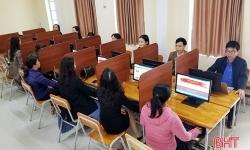 Đảng viên hứng khởi thi trắc nghiệm trực tuyến tìm hiểu các nghị quyết đại hội Đảng